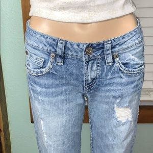 """Silver Jeans Lola 17"""" Size 27 Distressed *"""